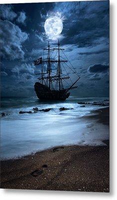 Black Pearl Pirate Ship Landing Under Full Moon Metal Print by Justin Kelefas