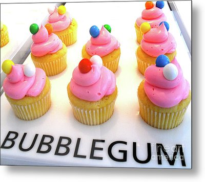 Metal Print featuring the photograph Bubblegum Cupcakes by Beth Saffer