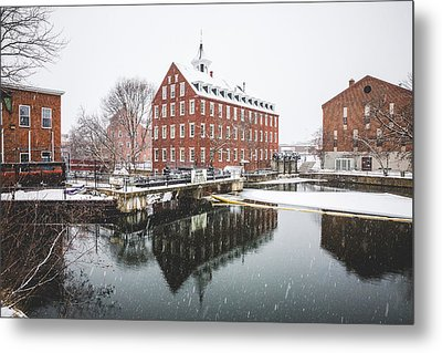 Metal Print featuring the photograph Busiel-seeburg Mill by Robert Clifford
