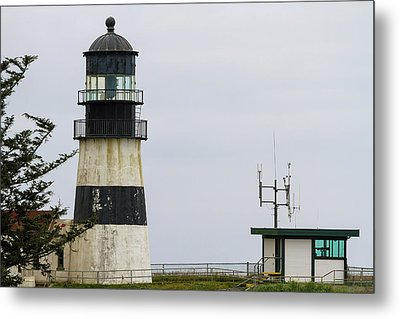 Cape Disappointment Lighthouse Closeup Metal Print by David Gn