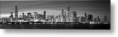 Chciago Skyline In Black And White Metal Print