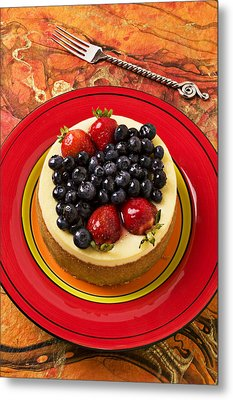 Cheesecake On Red Plate Metal Print by Garry Gay
