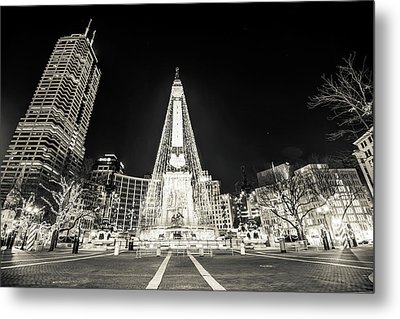 Downtown Indy Circle Of Lights - Monument Circle In Bw - Indianapolis Metal Print