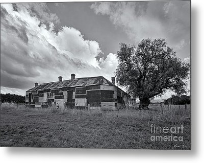 Metal Print featuring the photograph Duckholes Hotel by Linda Lees