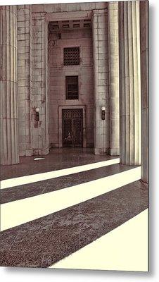 Entrance To War Memorial In Nashville Metal Print by Dan Sproul