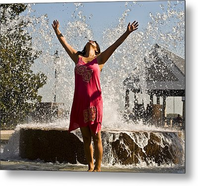 Femme Fountain Metal Print by Al Powell Photography USA