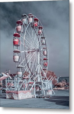Ferris Wheel In Morning Metal Print by Greg Nyquist