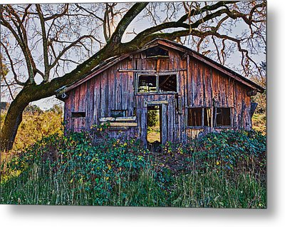 Forgotten Barn Metal Print by Garry Gay