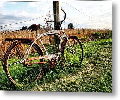 Forgotten Bicycle Metal Print by Doug Hockman Photography