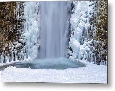 Frozen Multnomah Falls Closeup Metal Print by David Gn