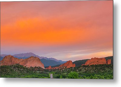 Metal Print featuring the photograph Garden Of The Gods Sunset by Tim Reaves