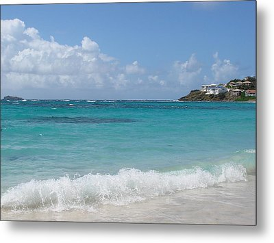 Metal Print featuring the photograph Gentle Wave On Dawn Beach by Margaret Bobb