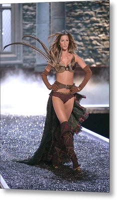 Gisele Bundchen At Fashion Show For The Metal Print