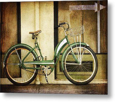 Green Bicycle Metal Print by Carol Leigh