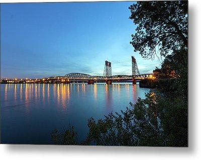 Interstate Bridge Over Columbia River At Dusk Metal Print by David Gn