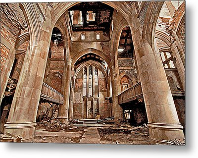 Metal Print featuring the photograph Majestic Ruins by Suzanne Stout