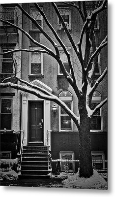 Manhattan Town House Metal Print by Joan Reese
