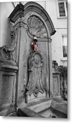 Manneken Pis Fountain Metal Print by Georgia Fowler
