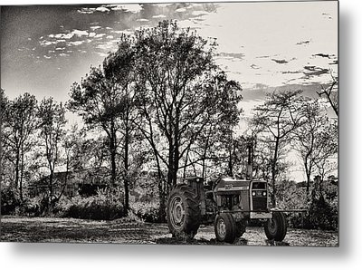 Mf 285 Tractor Metal Print by Kelly Reber