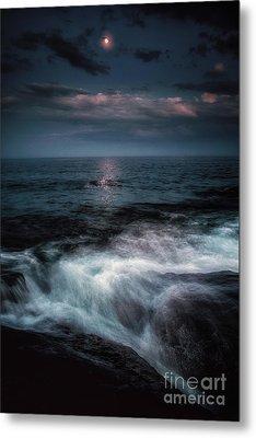 Moonlight On The Rocks Metal Print by Scott Thorp