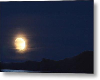 Metal Print featuring the photograph Moonrise On Lake Mead 2 by Marie Leslie