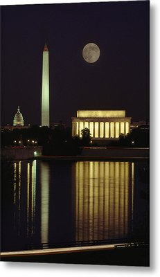 Moonrise Over The Lincoln Memorial Metal Print by Richard Nowitz