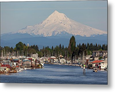 Mount Hood And Columbia River House Boats Metal Print by David Gn