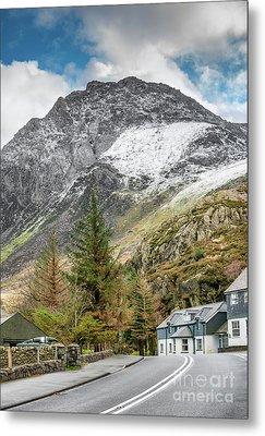 Ogwen Cottage Metal Print by Adrian Evans