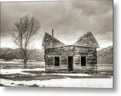 Old Rustic Log Cabin In The Snow Metal Print by Dustin K Ryan