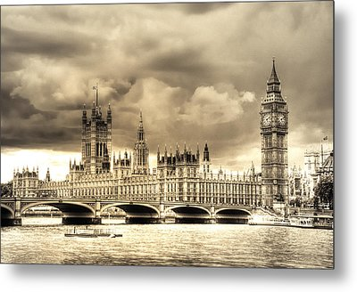 Old Westminster In London Metal Print by Vicki Jauron