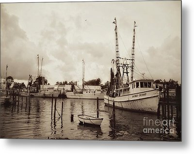 Metal Print featuring the photograph Oriental Harbor by Benanne Stiens