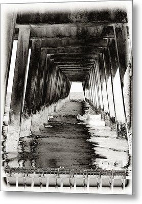 Over Under-tybee Island Metal Print by Ann Tracy