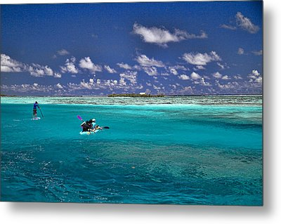 Paddling In Moorea Metal Print by David Smith