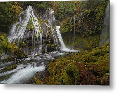 Panther Creek Falls In Autumn Metal Print by David Gn