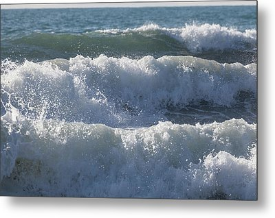 Metal Print featuring the photograph Pounding Surf by Cliff Wassmann