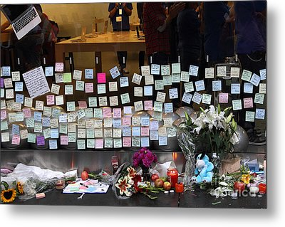 Rip Steve Jobs . October 5 2011 . San Francisco Apple Store Memorial 7dimg8561-1 Metal Print by Wingsdomain Art and Photography