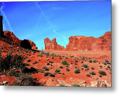 Metal Print featuring the photograph Sandstone Road by Edward R Wisell