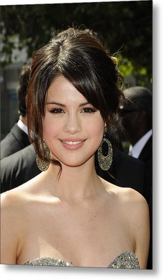 Selena Gomez At Arrivals For 2009 Metal Print by Everett