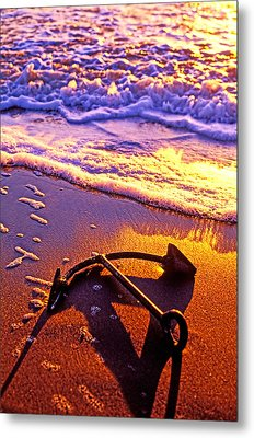 Ships Anchor On Beach Metal Print by Garry Gay