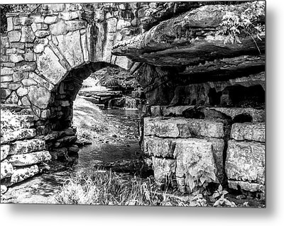 Stone Arch Metal Print by Wade Courtney