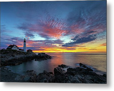 Metal Print featuring the photograph Sunrise At Portland Head Light by Juergen Roth