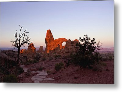 Sunrise At Tower Arch Metal Print
