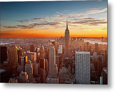 Sunset Over Manhattan Metal Print by Inigo Cia