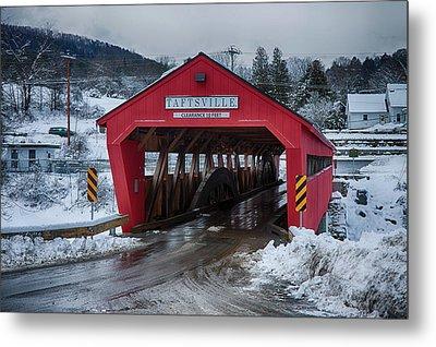 Taftsville Covered Bridge In Winter Metal Print by Jeff Folger