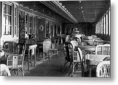 Titanic: Parisian Cafe, 1912 Metal Print by Granger