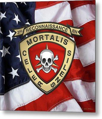 U S M C  3rd Reconnaissance Battalion -  3rd Recon Bn Insignia Over American Flag Metal Print
