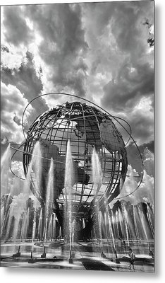 Unisphere And Fountains Flushing Meadow Park Nyc Metal Print by Robert Ullmann
