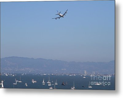 United Airlines Boeing 747 Over The San Francisco Bay At Fleet Week . 7d7860 Metal Print by Wingsdomain Art and Photography