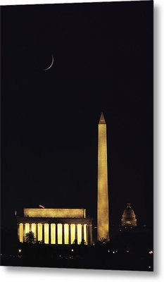 View Of The Lincoln And Washington Metal Print by Karen Kasmauski