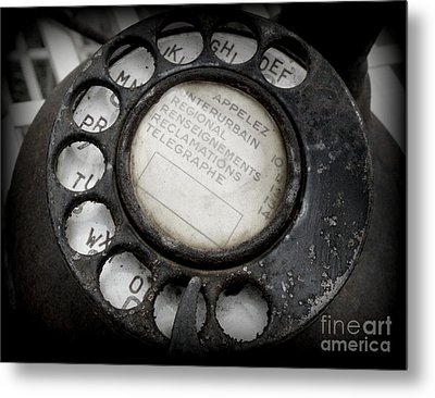Metal Print featuring the photograph Vintage Telephone by Lainie Wrightson